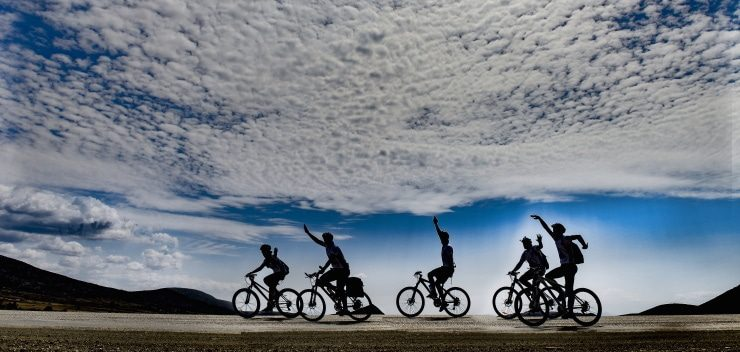 5 friends having fun while riding their mountain bikes
