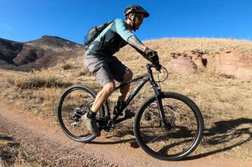 Man riding his Tommaso Gran Sasso hardtail mounain bike offroad