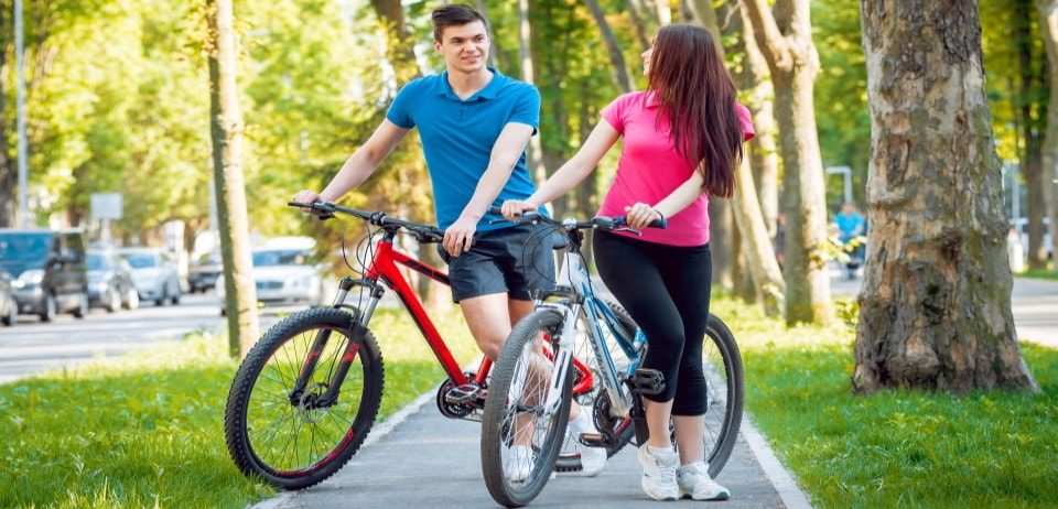a young couple next to their hardtail mountain bike at the bicycle lane