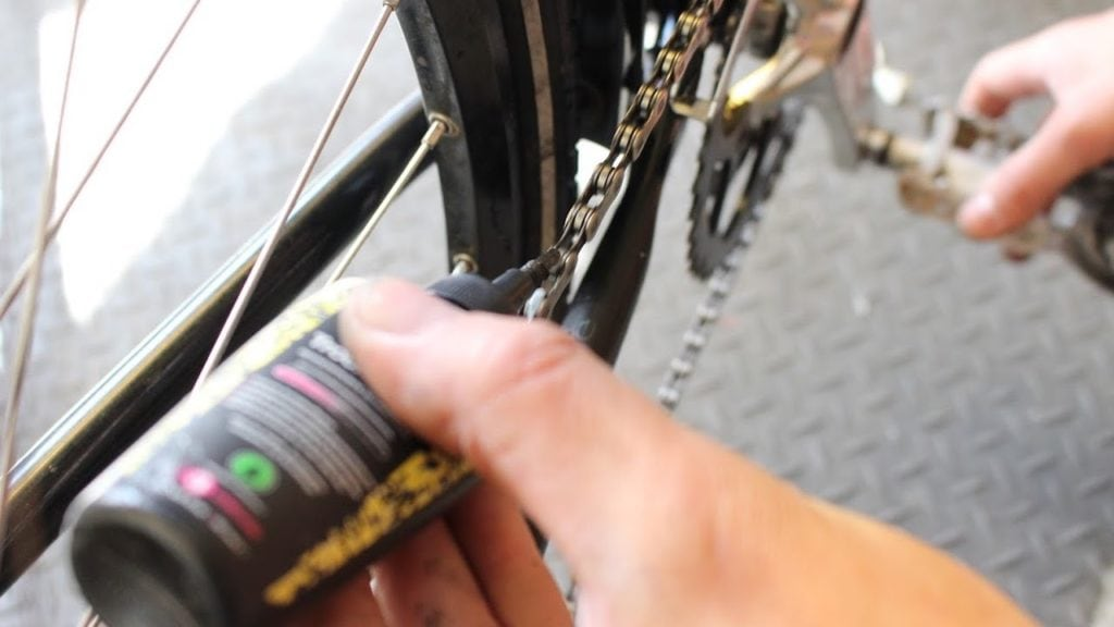 methods to get bike grease out of clothes and skin_featured image